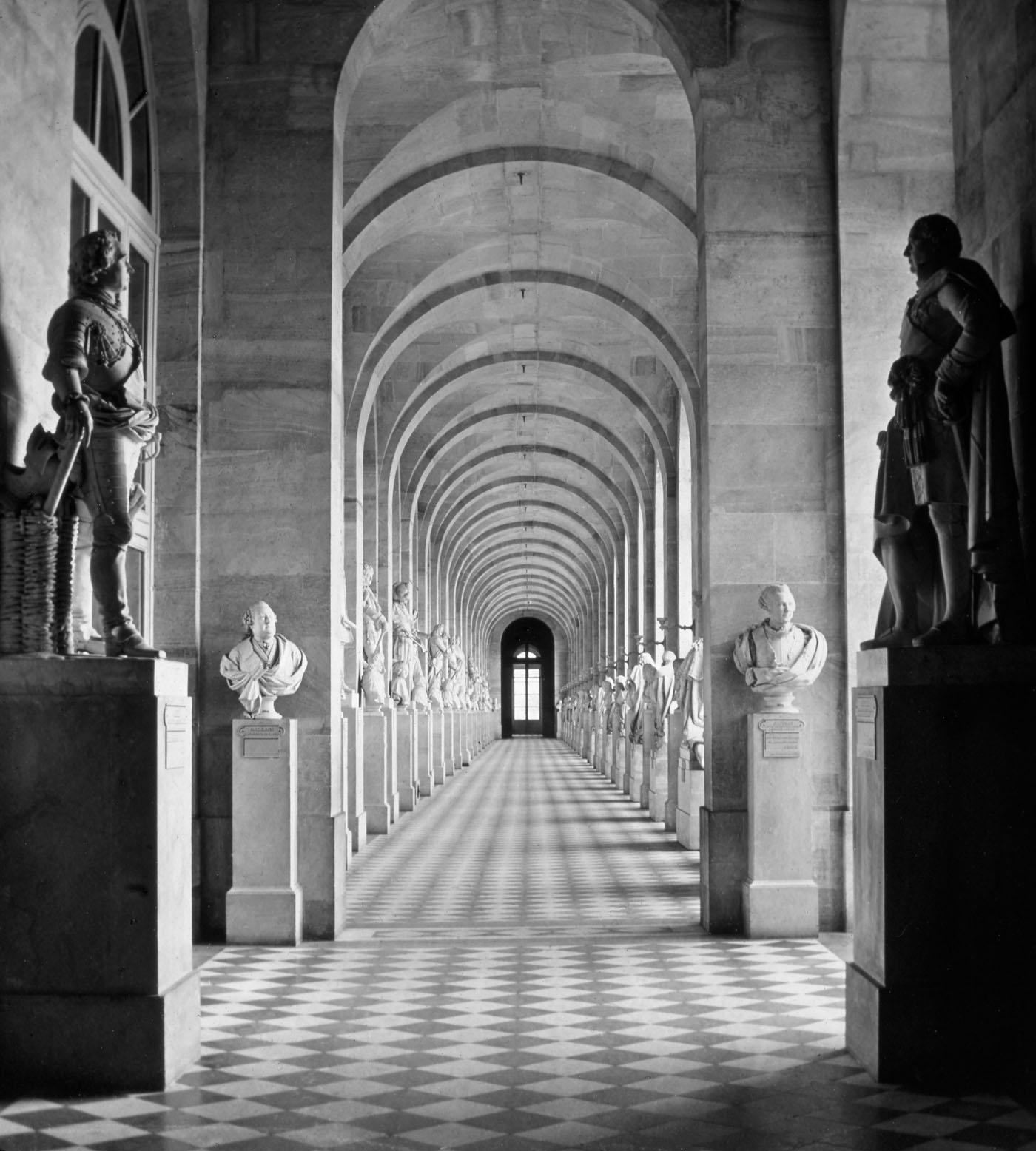 Galerie des sculptures (sud), Palais de Versailles ca 1870