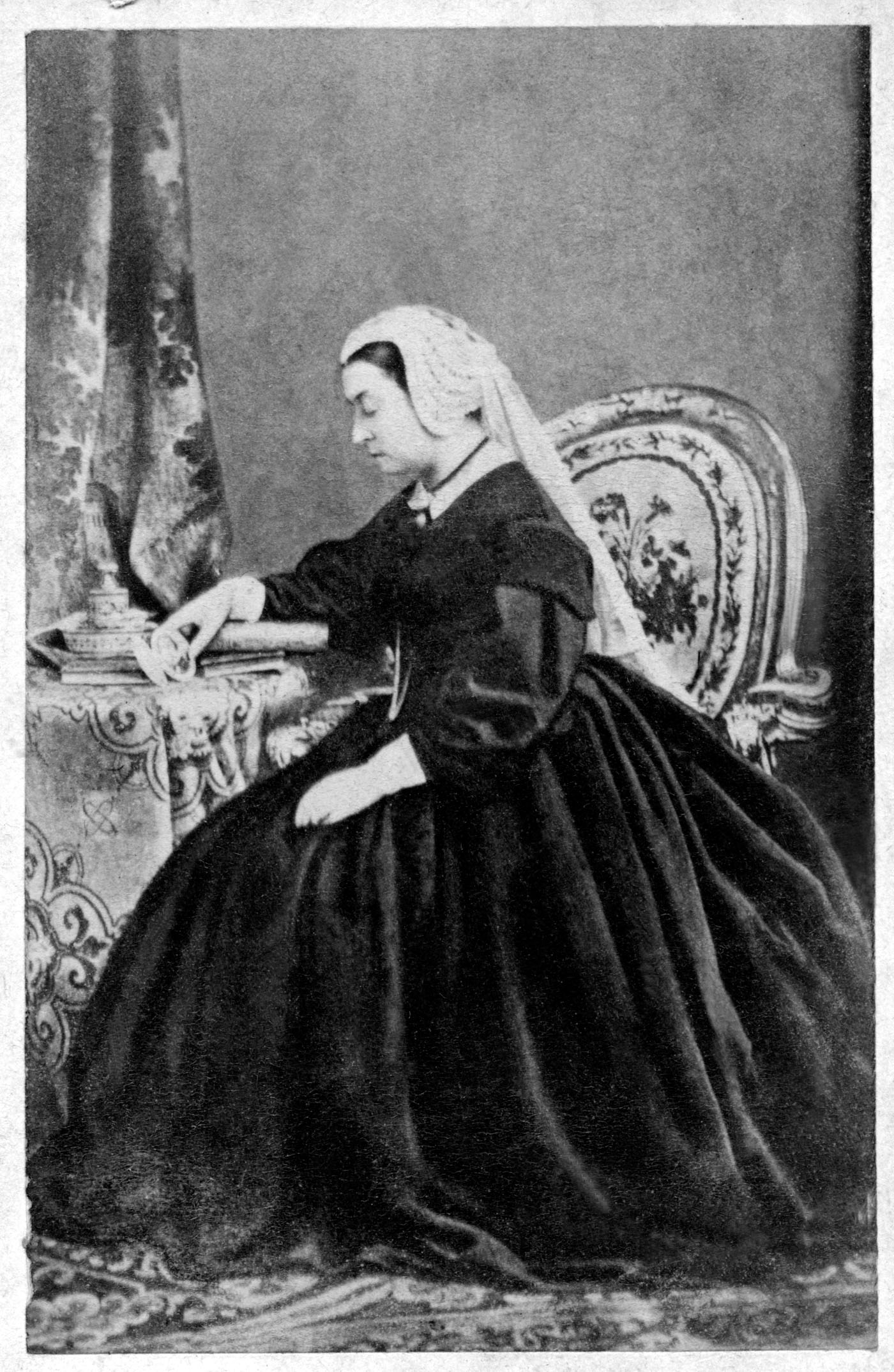 Victoria in mourning