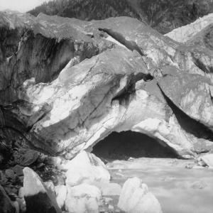509 France Arche de glace a la source de l'Aveiron (Savoie) ca 1870